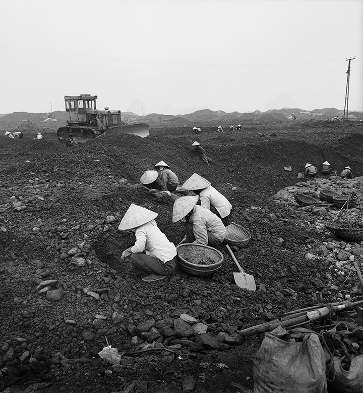Vietnam-Coal-Fields,-Halong-Bay.